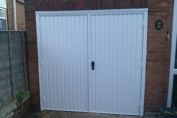 Garador Carlton side hinged doors