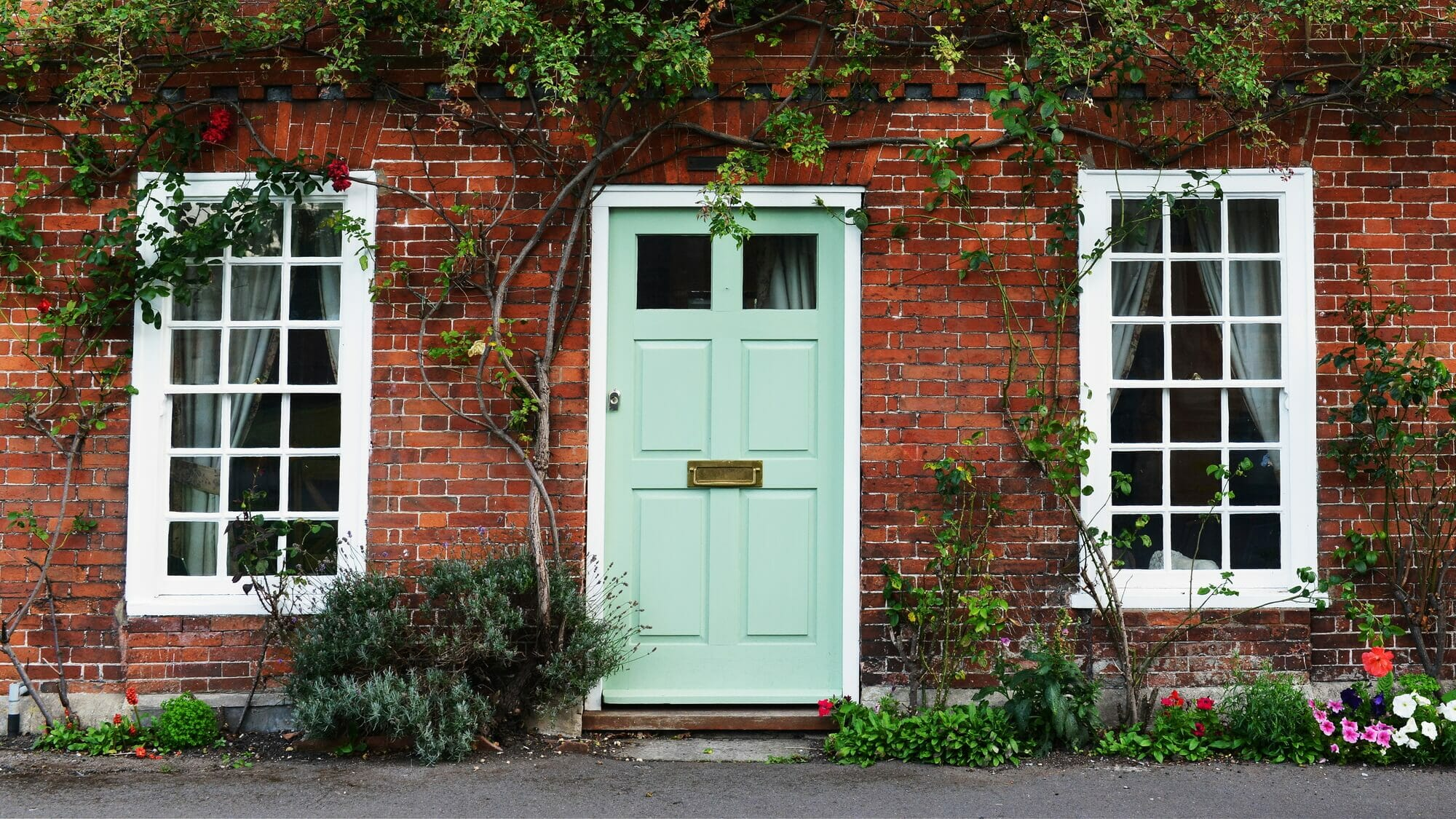 Understanding front door sizes in the UK